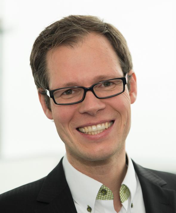 Dr.-Ing. Jörg Robert